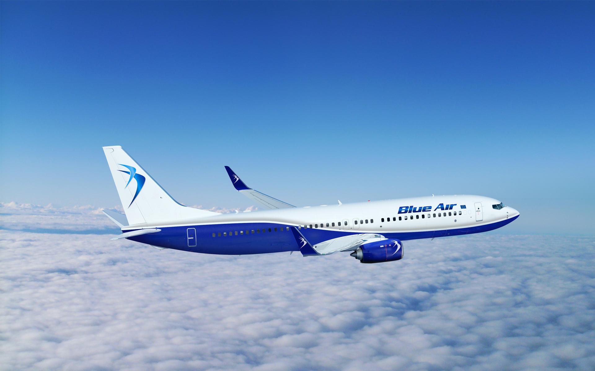BlueAir_737-800