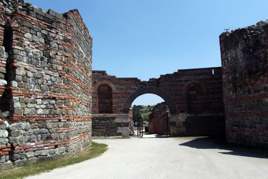 """O vizită în Serbia locuită de """"rumâni"""" - antica Dacia Ripensis - unde împăratul roman Galerius și-a zeificat mama de origine dacică și unde a construit un palat cu numele ei, inclus în 2007 în Patrimoniul Mondial."""