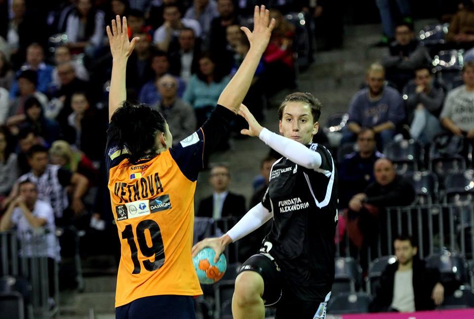 Cu 13 goluri marcate Cristina Laslo a fost MVP-ul meciului dintre Corona Braşov şi Universitatea Cluj, încheiat la egalitate 31-31 / Foto: Dan Bodea