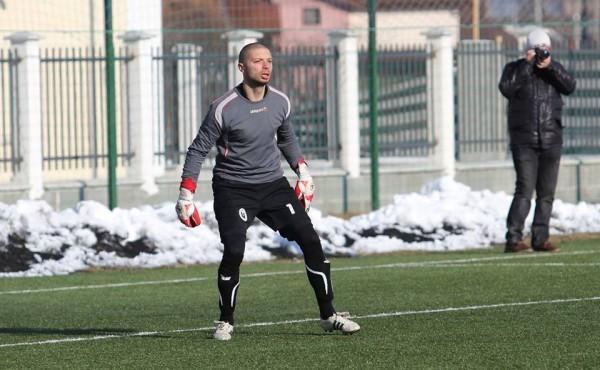 Goalkeeper-ul Sănătăţii Cluj,   Nădăban (foto) a apărat poarta Universităţii Cluj din cauză că fotbaliştii lui Mihai Teja au refuzat să intre pe teren / Foto: Dan Bodea