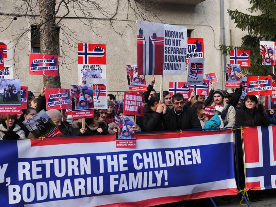 După mediatizarea cazului familiei Bodnariu, au avut loc mai multe proteste împotriva separării copiilor de părinţi, în faţa ambasadei Norvegiei, dar şi în alte ţări din Europa şi America.