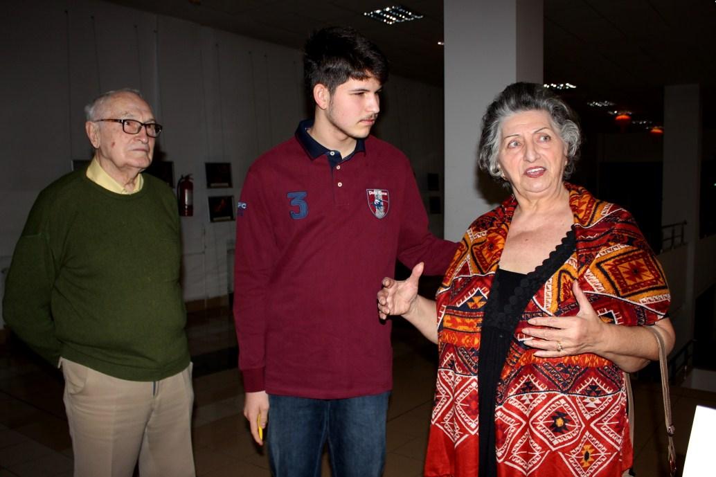 Luca,   alături de bunicii lui/Foto: Dan Bodea