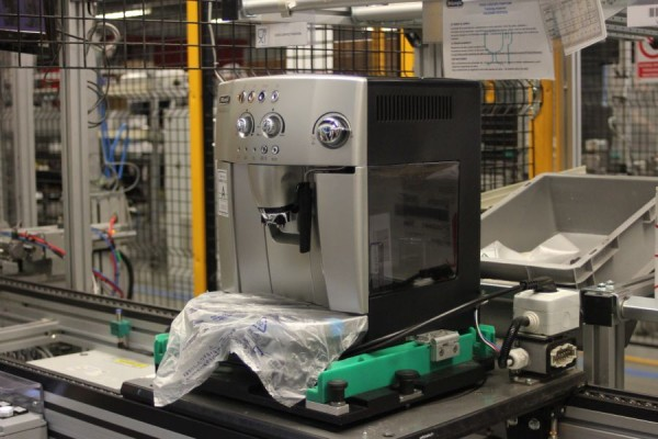 Un espressor la fiecare 15 minute. Aceasta este viteza cu care lucrează cei peste 900 de angajați ai fabricii. (Foto: Dan Bodea)