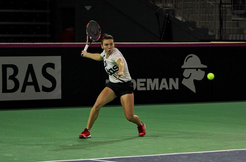Simona Halep nu a pierdut niciun meci în fața principalelor jucătoare din echipe Cehiei, Petra Kvitova și Karolina Pliskova / Foto: Dan Bodea