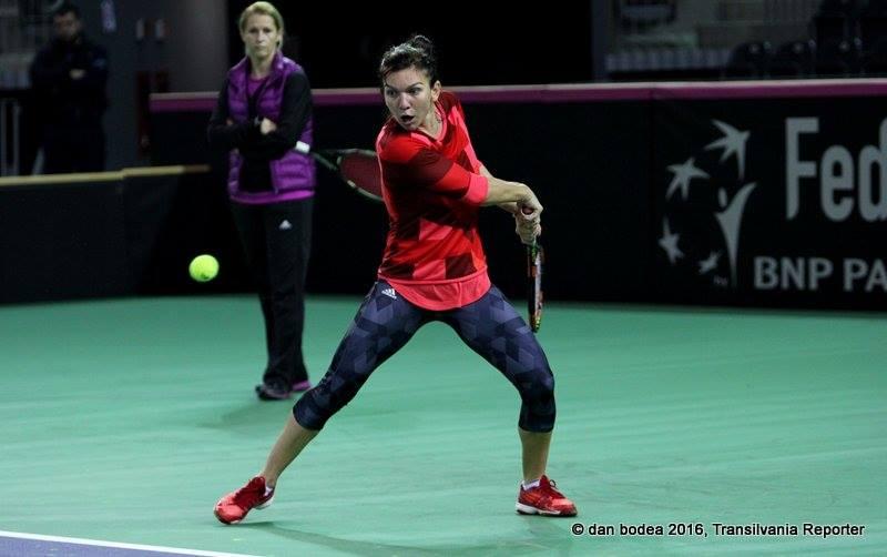 Simona Halep a efectuat, luni, primul antrenament în Sala Polivalentă Cluj-Napoca / Foto: Dan Bodea