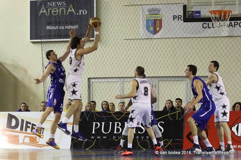 U-BT Cluj a terminat cu victorie sezonul regulta al Ligii Naţionale de Baschet Masculin şi va începe partea a doua a sezonului de pe poziţia secundă / Foto: Dan Bodea