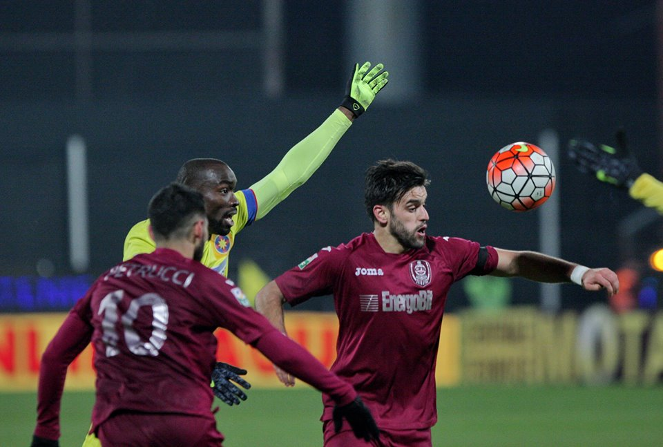 Vitor Bruno (foto, la minge) a marcat un gol ce putea fi decisiv pentru CFR, dar Astra a întors rezultatul şi meciul s-a terminat la egalitate, scor 2-2 / Foto: Dan Bodea
