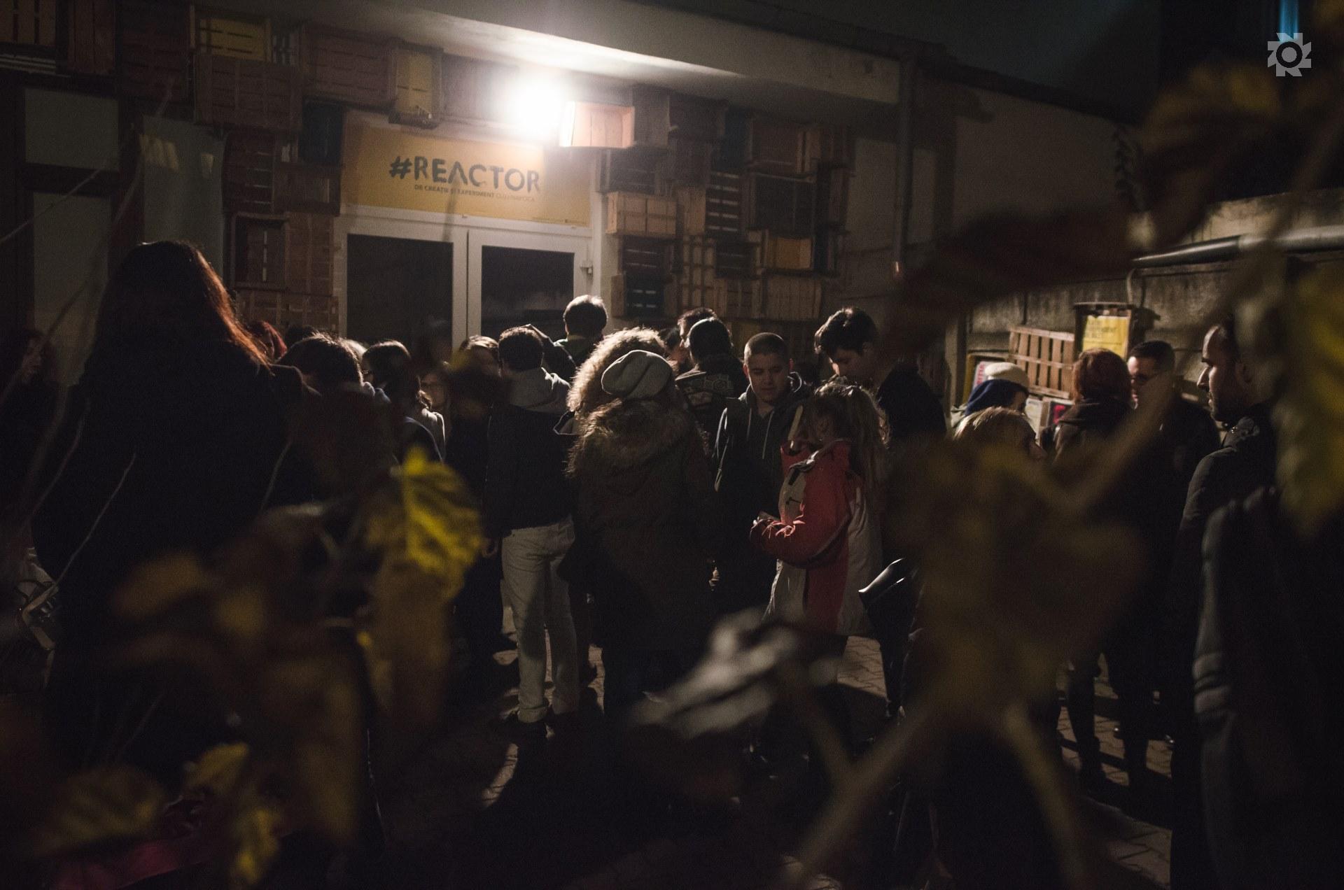 """Proiectul Teen Spirit revine la Reactor în 18 și 20 martie cu o nouă producție dedicată adolescenților: """"În viitorul apropiat"""",   în regia lui Cristian Ban,   pe un text de Petro Ionescu. Spectacolul vorbește despre una dintre preocupările principale ale liceenilor,   una înconjurată de curiozitate,   dar și de teamă: ziua de mâine/Foto: Arhiva Reactor de teatru și experiment"""