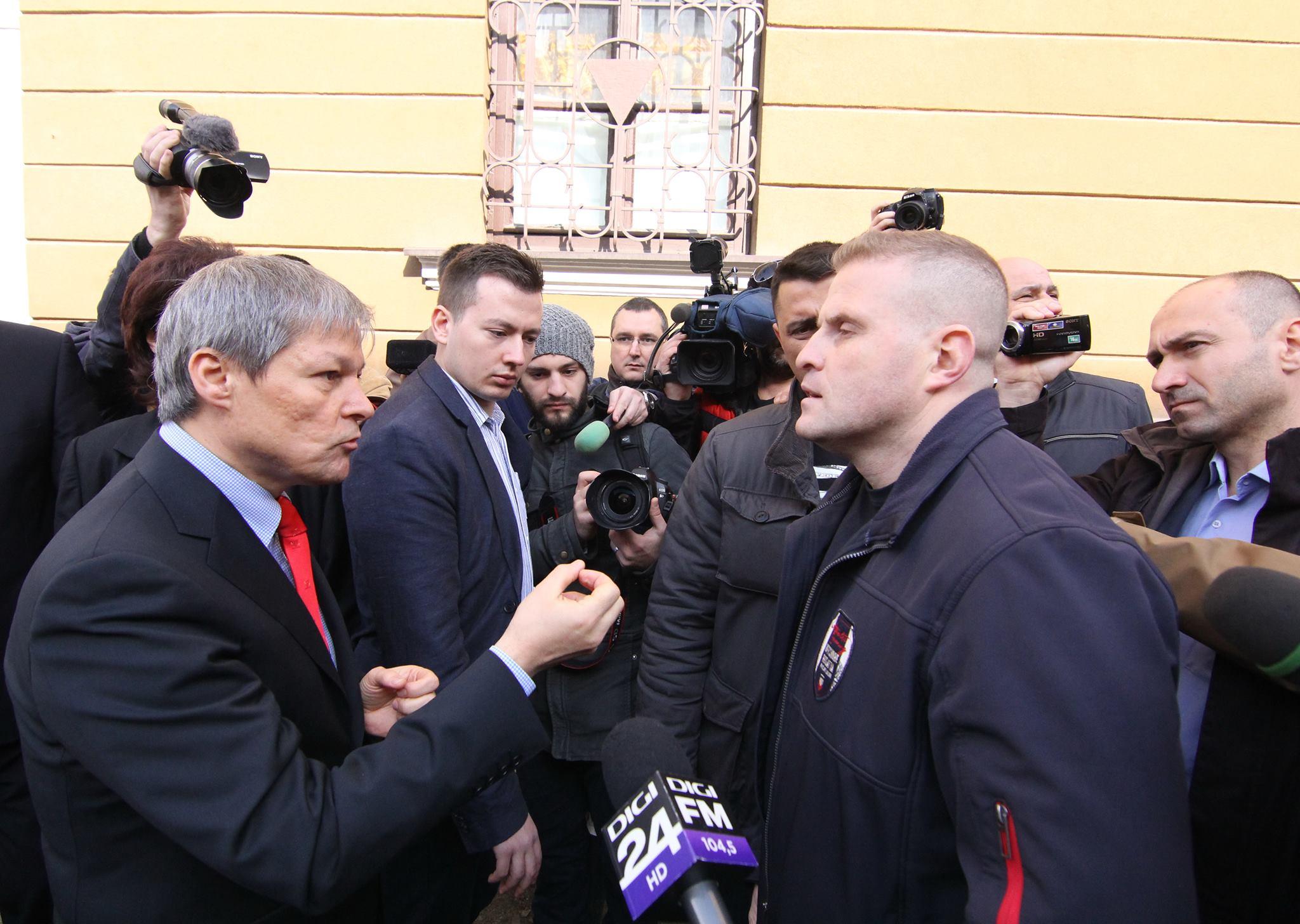 Dacian Cioloș, în dialog cu un clujean (Foto: Dan Bodea)