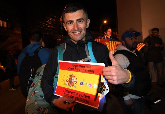 Vlad Pop a primit un utograf de la mijlocașul ofensiv al Spaniei, Juan Mata (Foto: Dan Bodea)