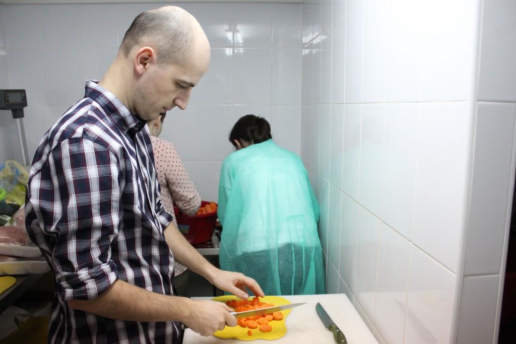 """""""Proiectul o masă caldă a adunat donații de peste 1 miliard de lei de când s-a lansat. Tot timpul a fost vorba de sume mici,   până în 100 de lei"""",   George Jiglău / Foto: Dan Bodea"""