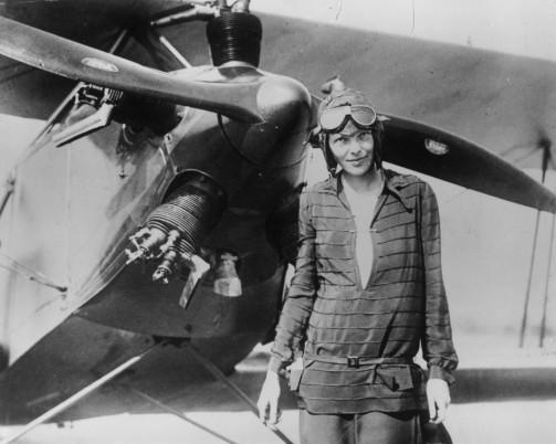Amelia Earhart – prima femeie care a zburat singură deasupra Oceanului Atlantic şi prima femeie care a traversat Statele Unite ale Americii în timpul unui zbor fără oprire.