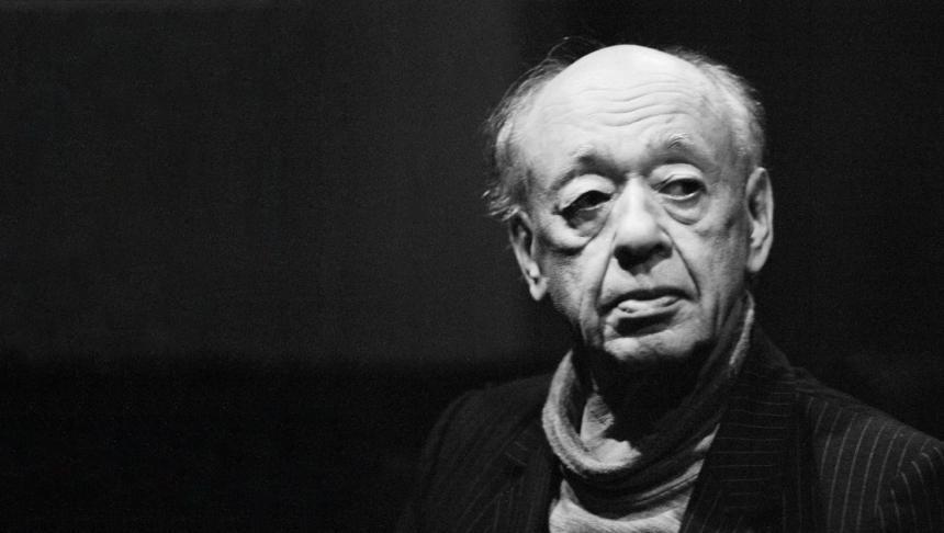 Primul Mesaj Internaţional de Ziua Mondială a Teatrului a fost scris de Jean Cocteau (Franţa) în 1962. Alte personalităţi care au scris mesaje de Ziua Teatrului, de-a lungul timpului, sunt Arthur Miller, Laurence Olivier, Peter Brook, Pablo Neruda, Maurice Bejart, Radu Beligan (1977) şi Eugen Ionescu (foto), maestrul român al teatrului absurdului (1976).