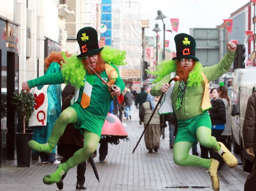 Parada Sfântului Patrick este un eveniment important al lunii martie, în diferite colţuri ale lumii, iar la New York are loc chiar cea mai mare paradă din lume. Parada se întinde pe mai mult de doi kilometri şi jumătate, incluzând diferite orchestre şcolare, pompieri, poliţie, grupuri culturale şi sociale legate de comunitatea irlandeză de aici; peste 2 milioane de oameni asistă la eveniment, de pe trotuare. Parada are loc pe 5th avenue si are o istorie de peste 250 de ani, fiind organizată în fiecare an.