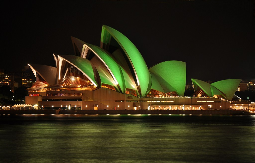 În ziua Sfântului Patrick totul este verde – chiar şi râul Chicago, sau clădiri emblematice ale lumii, precum Opera din Sydney.