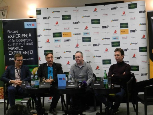 Marius Ancuţa (foto, al doilea de la stânga spre dreapta imaginii) va fi amfitrionul demonstrativului de snooker dintre John Higgins şi Ken Doherty