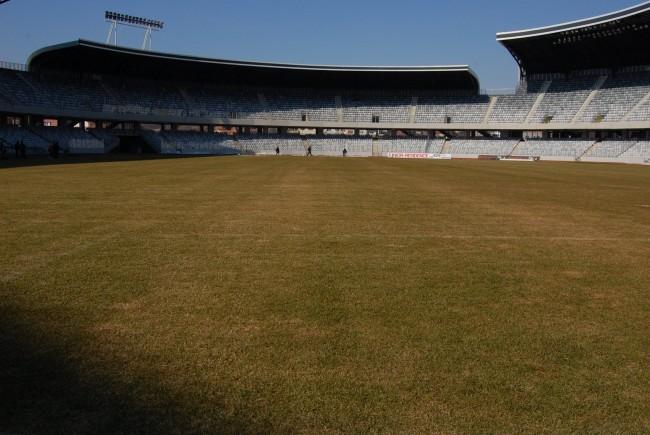 Deşi a fost reînsămânţată suprafaţa de joc de pe Cluj Arena arată rău înaintea amicalului cu Spania