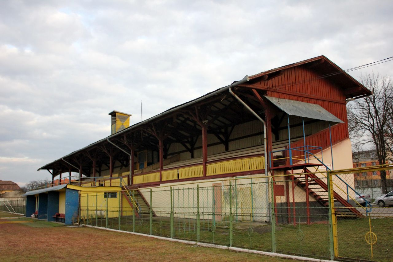Tribuna stadionului pe care s-a jucat meciul din 1923 se află acum la Câmpia Turzii