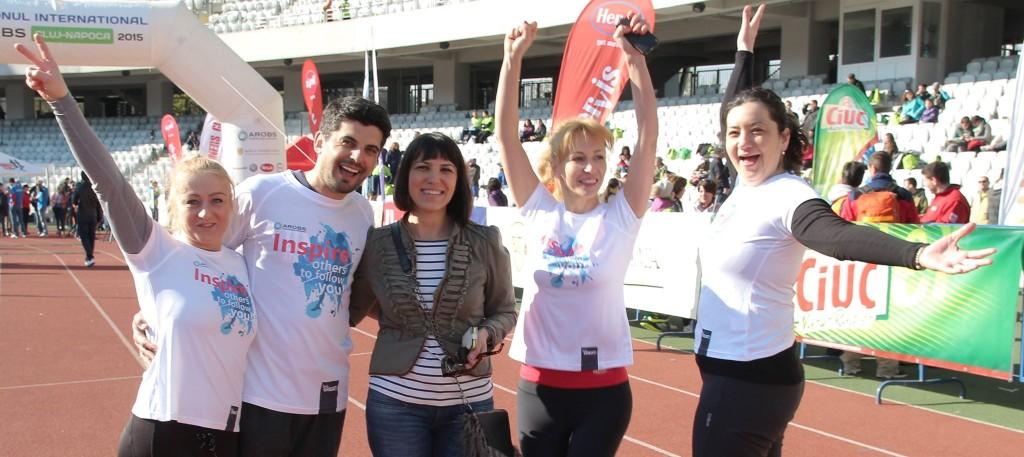 Patricia Fedorenco,   PR Manager al AROBS Transilvania Software împreună cu patru ambasadori ai campaniei Be GREAT de anul trecut / Foto: arhiva personala