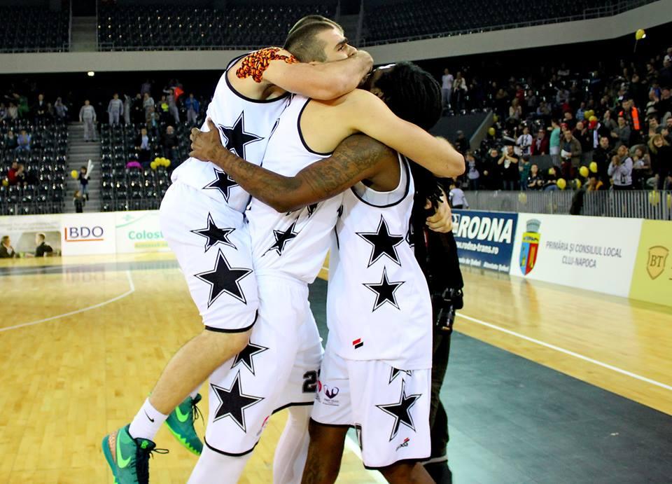 5 trofee are în palmares echipa de baschet masculin U-BT Cluj. Patru titluri de campioană (incluzând aici campionatele cucerite de Universitatea Cluj în 1992, 1993 și 1996 și U-Mobitelco în 2011) și o Cupă a României în 2016 / Foto: Dan Bodea