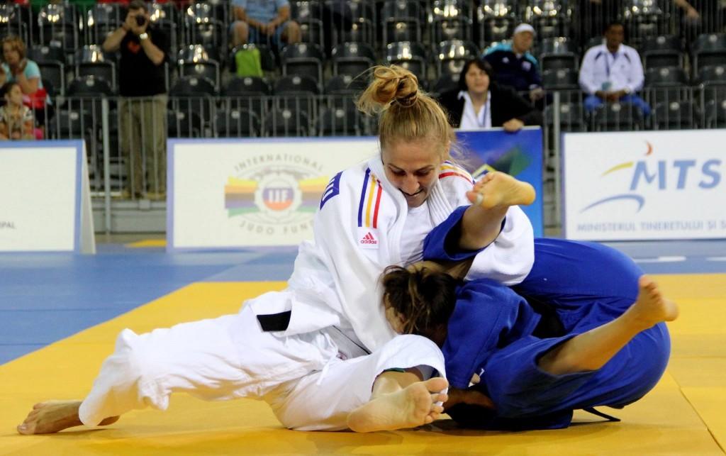 Pentru Monica Ungureanu (foto, stânga), bronzul cucerit la CE din Rusia, care i-a adus și calificarea la JO de la Rio, este cel mai important rezultat după 17 ani de judo / Foto: Dan Bodea