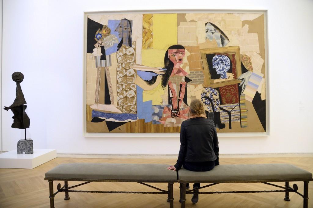 """În 1963 se deschide la Barcelona """"Muzeul Picasso"""",   care va cuprinde mai târziu cea mai mare parte din operele sale. În Paris,   Musée Picasso (foto) deţine peste 5.000 de lucrări semnate de artist,   la care se adaugă lucrări ale altor artişti,   care se aflau în colecţia lui Picasso (Cézanne,   Degas,   Rousseau,   Seurat,   Matisse)"""