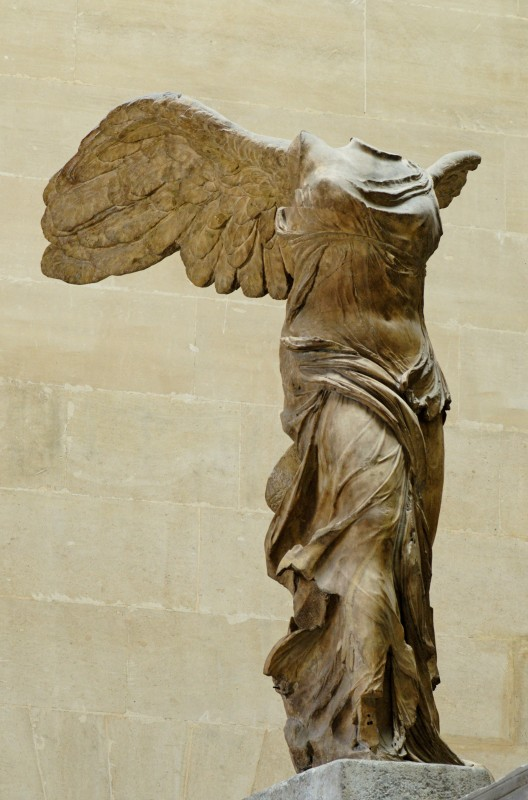 Zeiţa Victoria,   Nike,   aflată la muzeul Louvre,   Paris