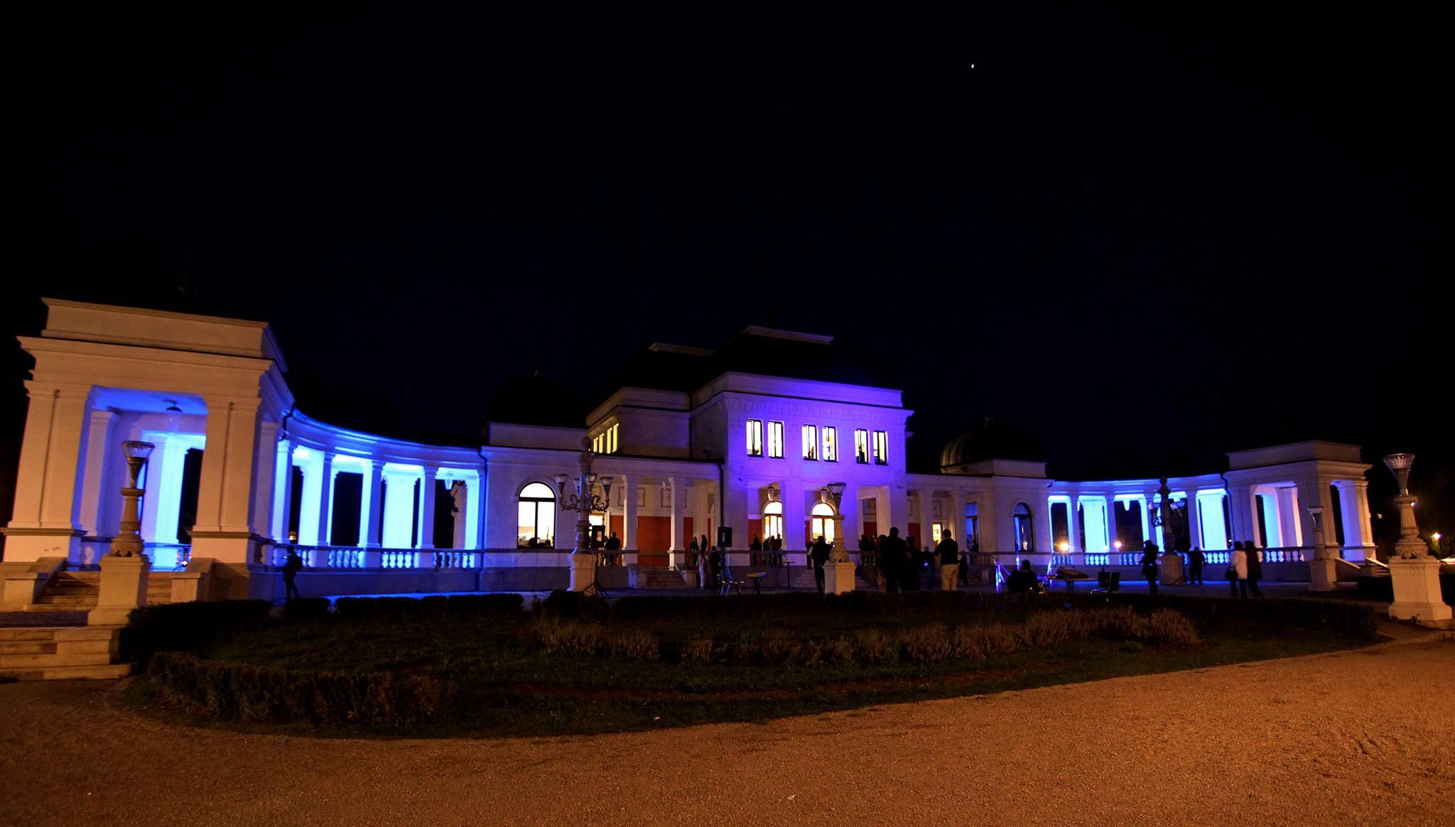 Clădirea Casino din Parcul Central din Cluj-Napoca a fost luminată în albastru, sâmbătă, 2 aprilie, cu ocazia Zilei Internaționale de Conștientizare a Autismului / Foto: Dan Bodea