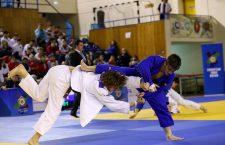 Una dintre cele mai disputate finale a fost cea dintre românul Andrei Pîrloga (în kimono albastru) și maghiarul Robert Rajkai (foto Dan Bodea)