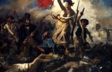 """Tabloul lui Eugène Delacroix, """"La liberté guidant le peuple"""" reprezintă o imagine asociată cu Revoluţia Franceză, chiar dacă a fost pictat abia în 1830, înfăţişând alte revolte din Paris."""