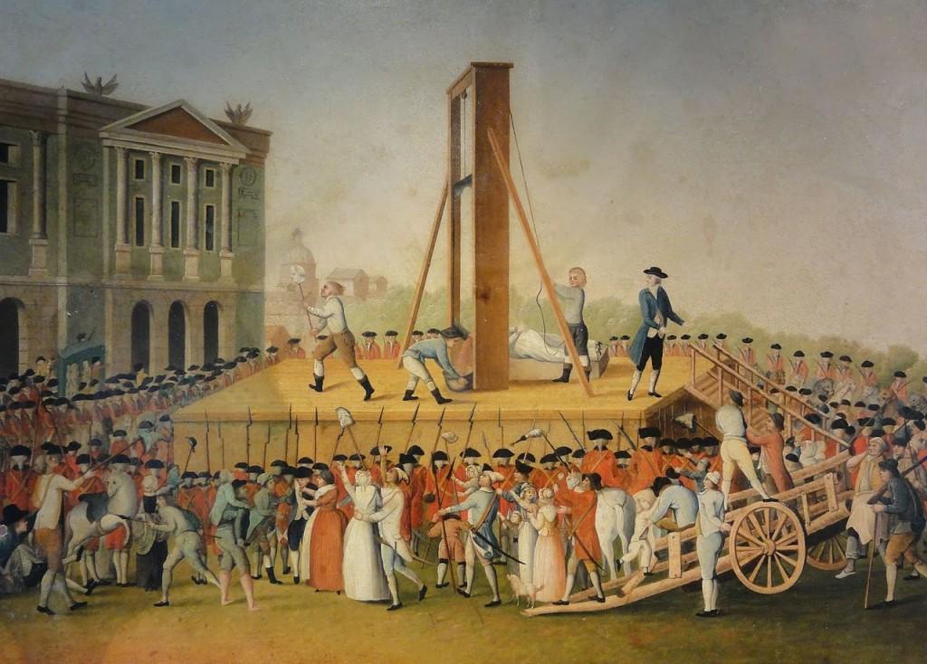"""Ghilotina, inventată de medicul Guilotin, a fost folosită pentru prima dată la 25 aprilie 1792. În urma unei hotărâri adoptate pe 3 mai 1792, decapitarea devenea metoda """"oficială"""" de executare a pedepsei cu moartea. Ghilotina a fost instrumentul morţii în timpul Revoluţiei şi un simbol al Terorii Iacobine. Printre cele mai celebre victime ale ghilotinei au fost regele Ludovic XVI, Maria Antoaneta şi însuşi Robespierre."""