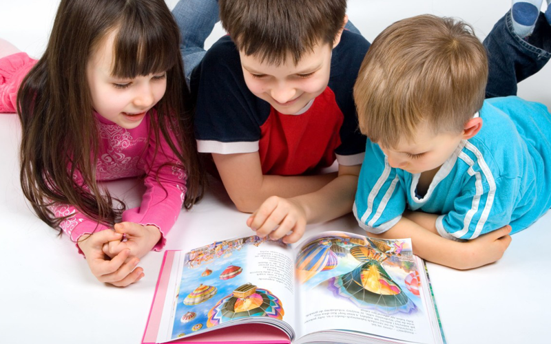 copii citind