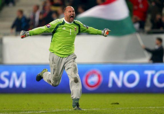 Gabor Kiraly,   portarul Ungariei,   a devenit cel mai vârstnic fotbalist care a evoluat la un turneu final de Campionat European (40 de ani şi 75 de zile)