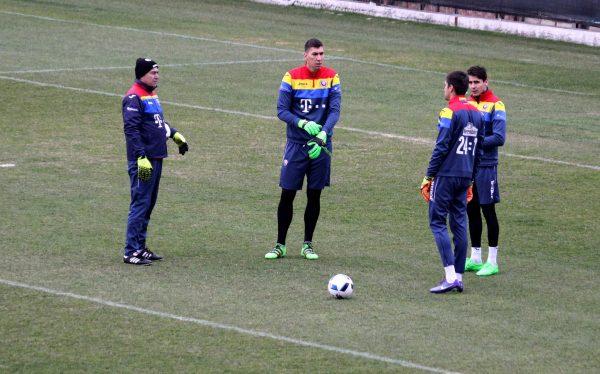 La cei 2,  03 metri ai săi,   portarul Costel Pantilimon (foto,   în centrul imaginii) este cel mai înalt goalkeeper de la EURO 2016 / Foto: Dan Bodea