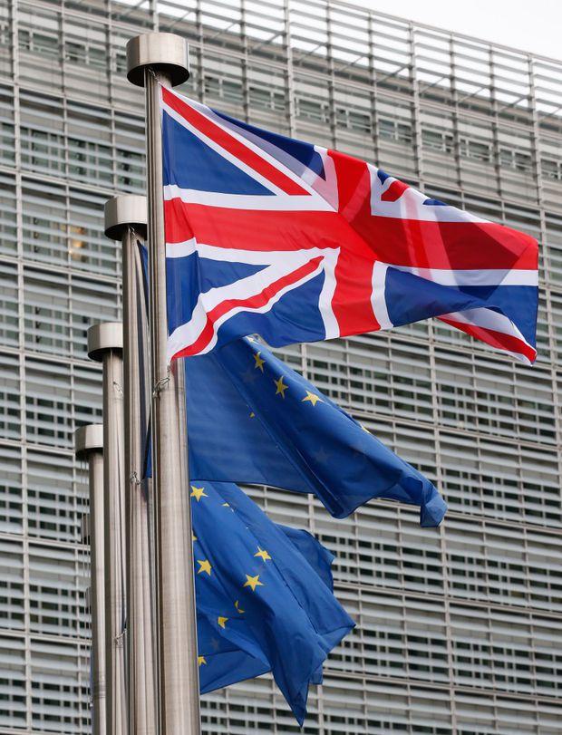 """""""Ieşirea Marii Britanii din Uniunea Europeană va ameninţa economia şi securitatea naţională. Ne apropiem de una dintre cele mai mari decizii din vieţile noastre... Este vorba de ceea ce ne dorim pentru ţară şi ceea ce vrem pentru viitorul copiilor noştri"""",   a declarat premierul britanic,   David Cameron."""