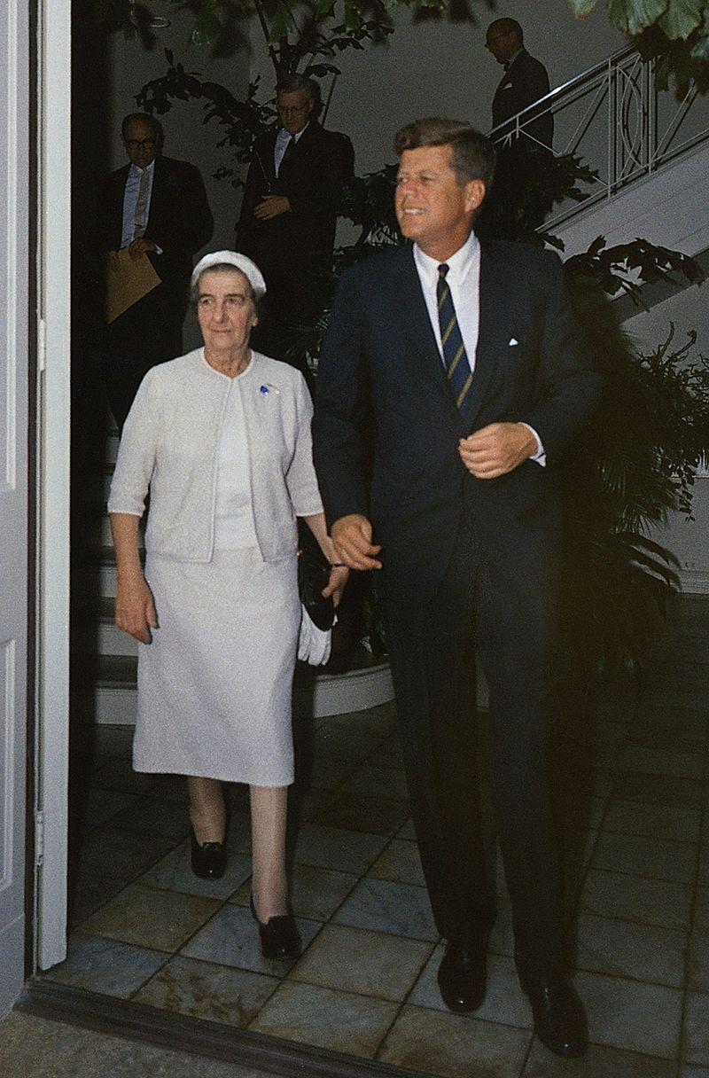 Golda Meir impreuna cu Kennedy