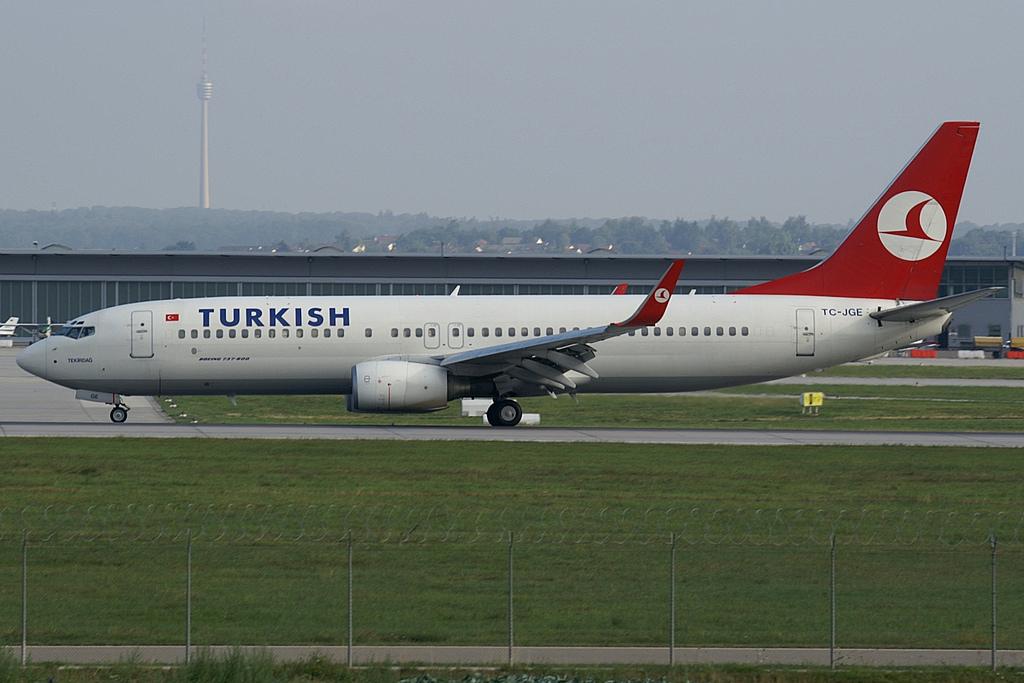 Turkish_Airlines_B738_TC-JGE