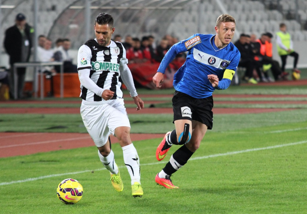 Fotbalistul crescut de Universitatea Cluj, Bogdan Mitrea (foto, în albastru), a revenit în Liga 1, după o jumătate de an petrecută la Ascoli / Foto: Dan Bodea