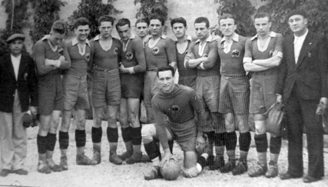 """Grațian Sepi (foto, în centrul imaginii), este singurul fotbalist de la """"U"""" Cluj care a evoluat în naționala României, sub conducerea unui selecționer străini"""