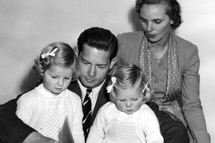 Regele Mihai şi Regina Ana locuiau din 2004 la Aubonne, în Elveţia, dar veneau în România de sărbători sau la diverse evenimente, fie la Castelul de la Săvârşin, fie la Palatul Elisabeta.