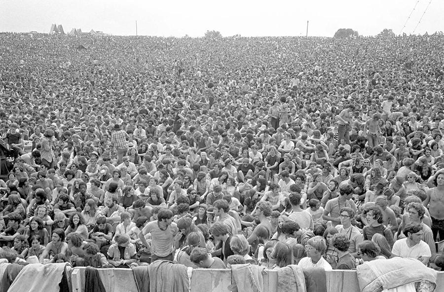 Baron Wolman (Considerat unul dintre cei mai tari fotografi din domeniul muzical, a fost primul graphic editor al revistei Rolling Stone şi pentru această publicaţie a fotografiat Woodstock-ul).