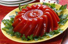 Reţeta de weekend: Aspic de roșii cu verdețuri