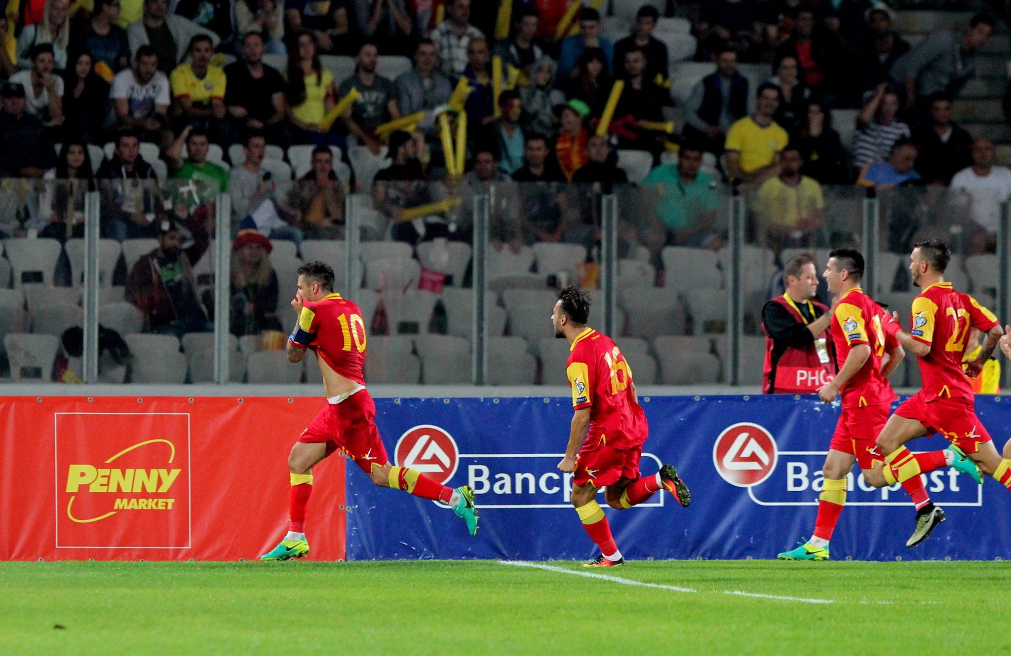 Stevan Jovetic (numărul 10), imediat după marcarea golului egalizator al muntenegrenilor (Foto: Dan Bodea)