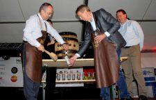 În 2015, primarul Clujului, Emil Boc a dat cep butoiului de bere de la Festivalul de Toamnă al Economiei Germane / Foto: Dan Bodea