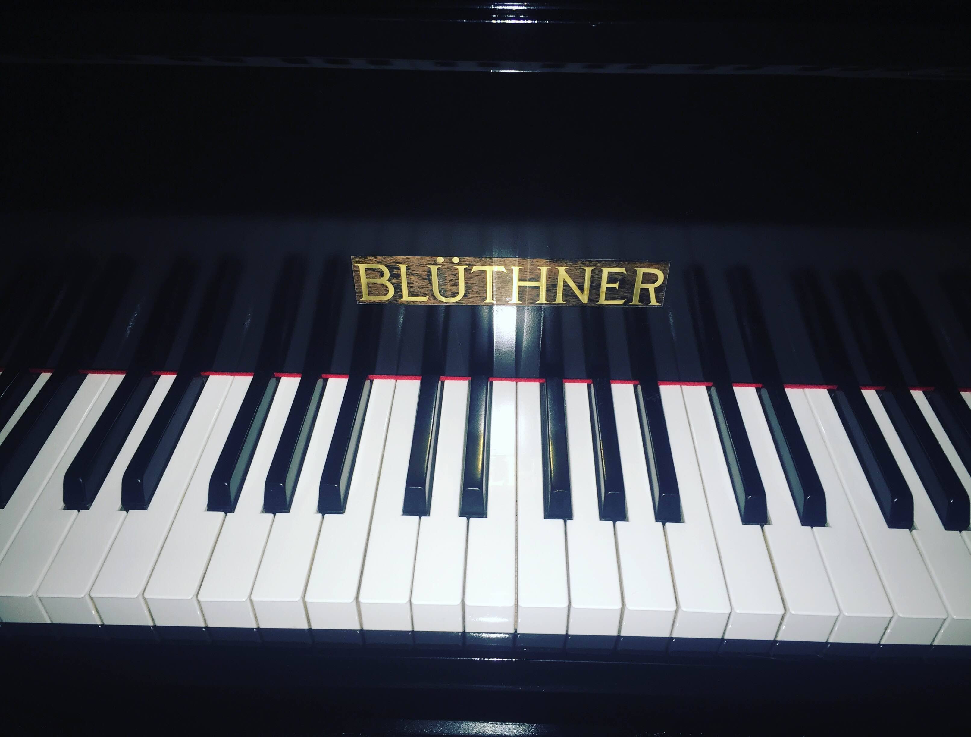 Pianul a fost recondiționat de echipele Jazz Day și Beard Brothers prin campania #1banpentrupian.