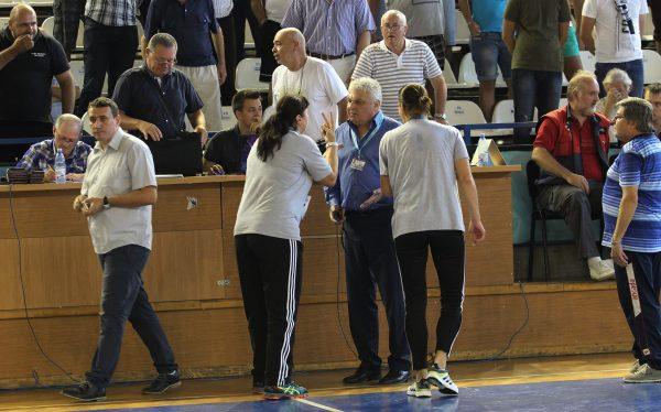 Luminița Huțupan și Carmen Amariei au cerut degeaba anularea ultimului gol al meciului / Foto: Dan Bodea