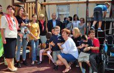 Emil Boc face paşi pentru copiii care nu-i pot face