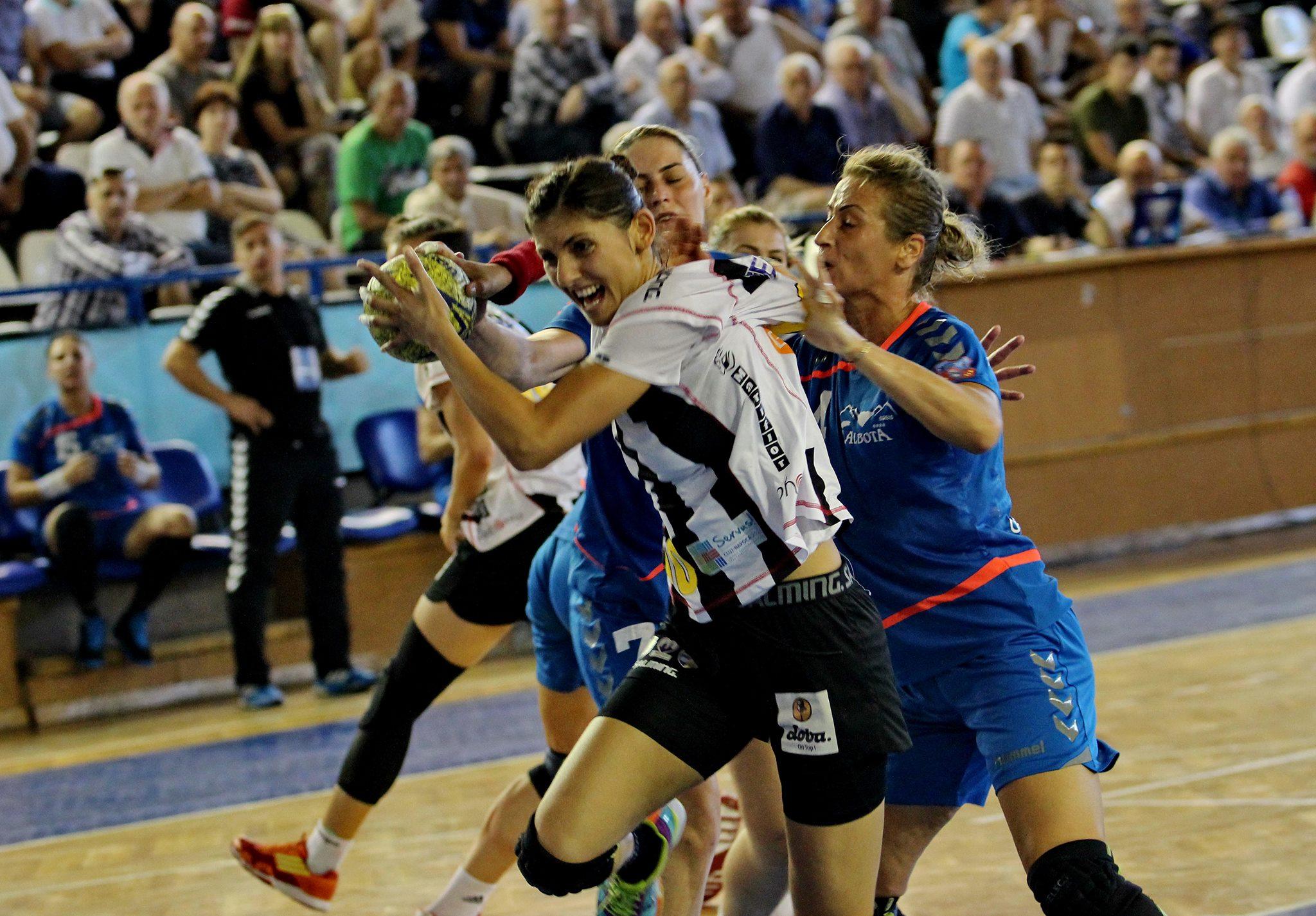 Florina Chintoan a marcat 10 goluri în ultimul succes din campionat al Universităţii Cluj / Foto: Dan Bodea