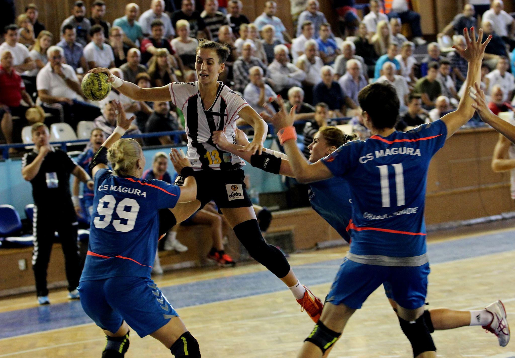 Handbalistele de la Universitatea Cluj au obţinut prima victorie în noul campionat, scor 31-24, în deplasare la Bistriţa / Foto: Dan Bodea