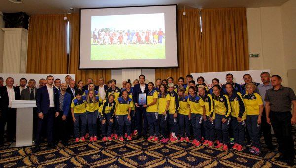 """Șeful FRF,   Răzvan Burleanu i-a premiat în cadrul unei gale festive pe cei care sunt implicați și sprijină proiectul """"Fotbal și feminitate"""" / Foto: Dan Bodea"""